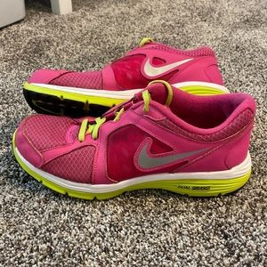 Nike Dual Fusion Sneakers Size 7Y= Women's 8.5